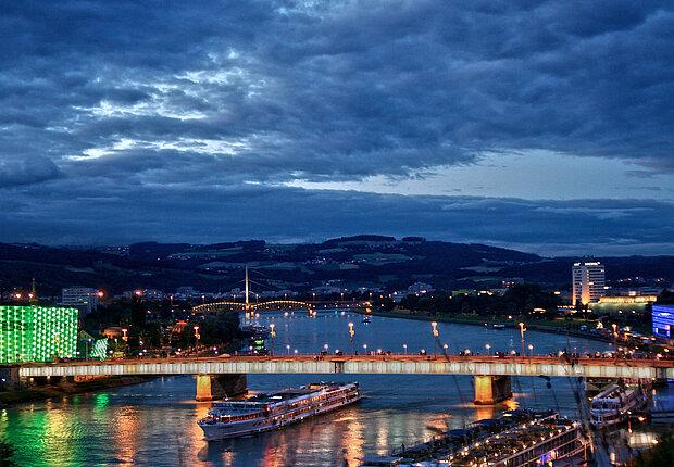 [Translate to Englisch:] Panorama_Linz©LinzTourismus_Sigalov_Alex_2014.jpg